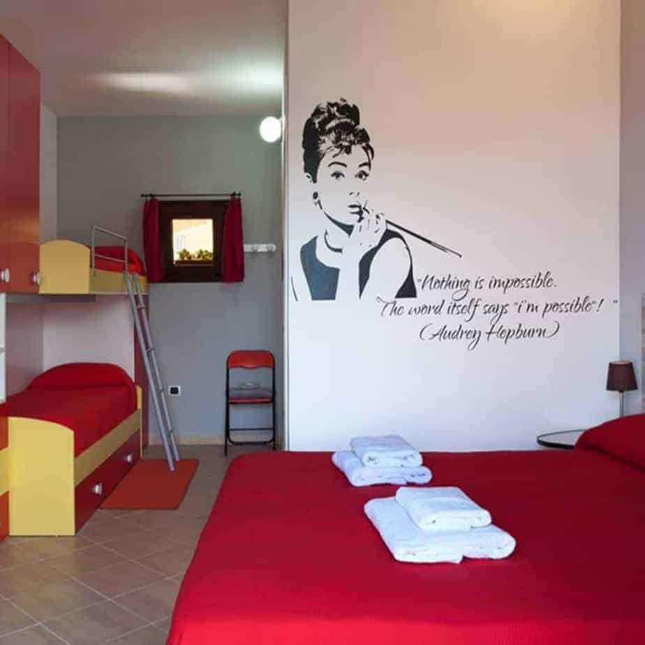 Adesivi murali audrey hepburn for Arredamento minimalista significato