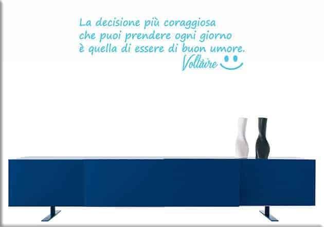 adesivi da parete frase Voltaire buon umore
