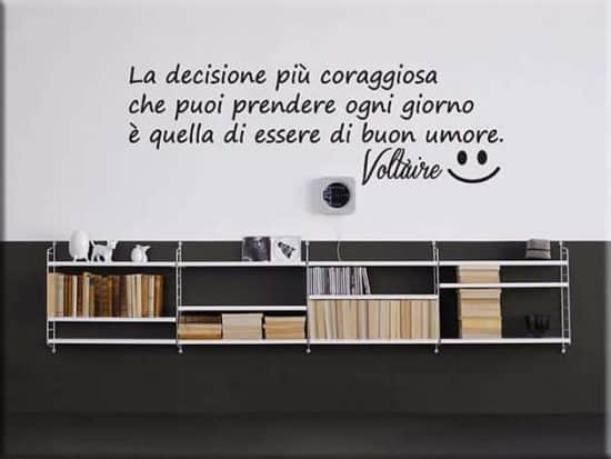 adesivi murali frase Voltaire buon umore