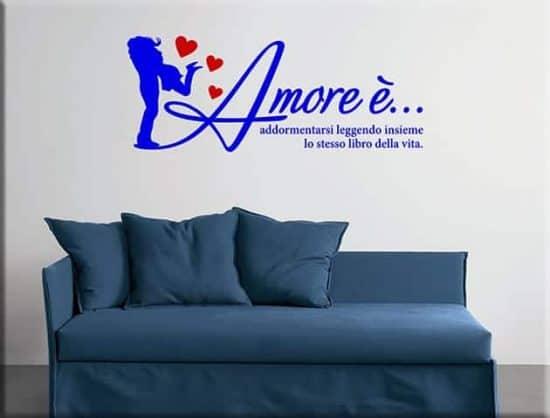 decorazioni murali frase amore arredo letto