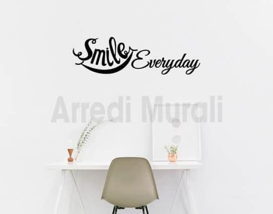 Adesivi murali frase smile everyday decorazioni