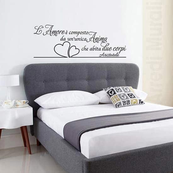 Decoro camera da letto con scritta d'amore nera