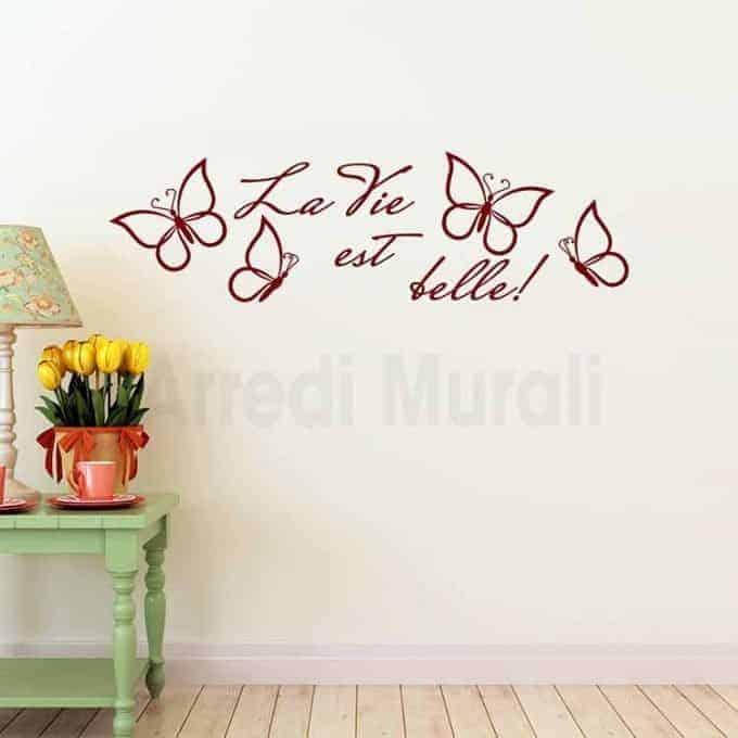 """Adesivi da parete con scritte """"la vie est belle"""" e farfalle adesive bordeaux"""