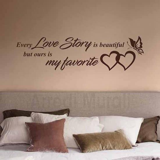 Decorazione camera da letto con scritte adesive marrone