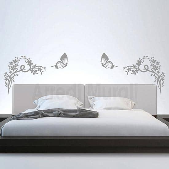 decoro testata letto con 2 farfalle e fiori in adesivi murali