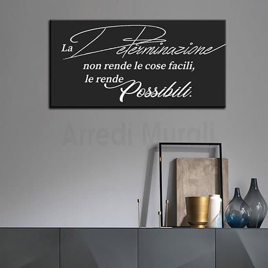 Stampa su tela con frase motivazionale scritta bianca su sfondo nero