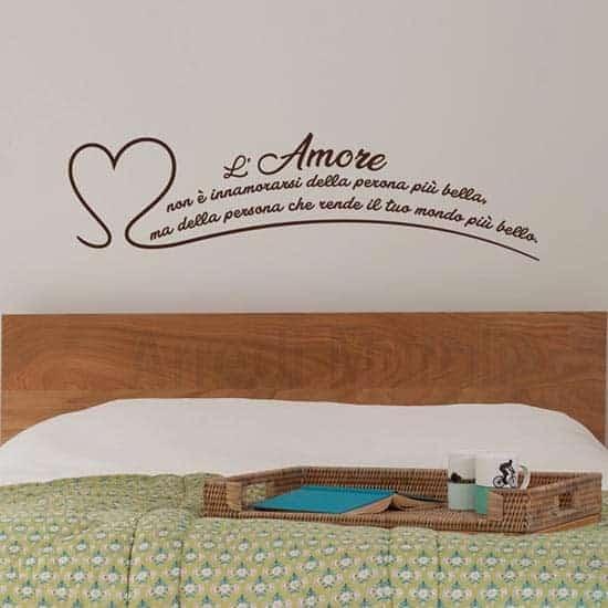 Adesivi murali frase l'amore non è marrone