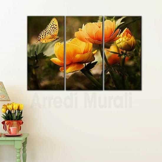 Quadri con fiori arancioni e farfalla