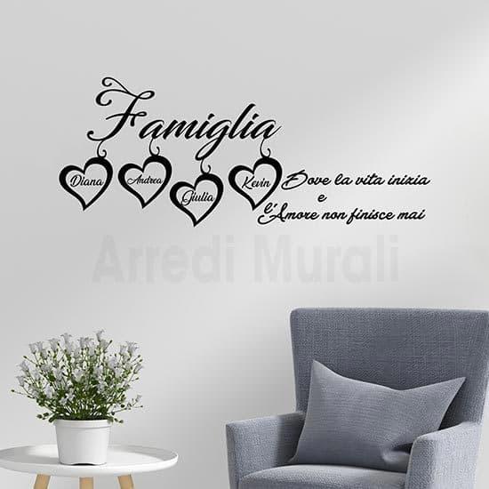 Frase adesiva per pareti personalizzata famiglia con 4 nomi nero