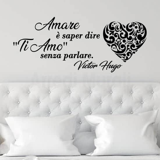 Frase adesiva sull'amore citazione di Victor Hugo nero