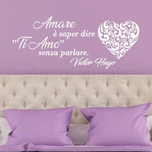 Frase adesiva sull'amore citazione di Victor Hugo bianco