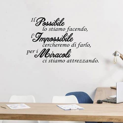 Frase adesiva motivazionale per muro